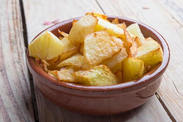 Patatas bravas tipicas españolas