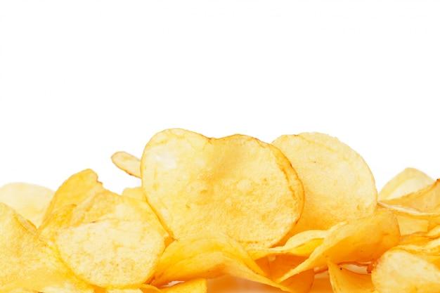 Patatas fritas aisladas en blanco