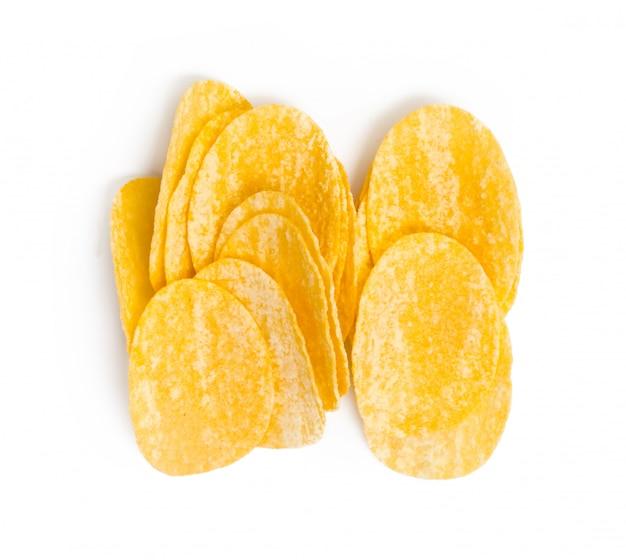 Patatas fritas amarillas aisladas en blanco
