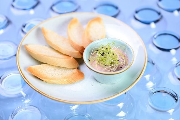 Paté fresco con pan