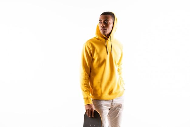 Patinador afroamericano hombre