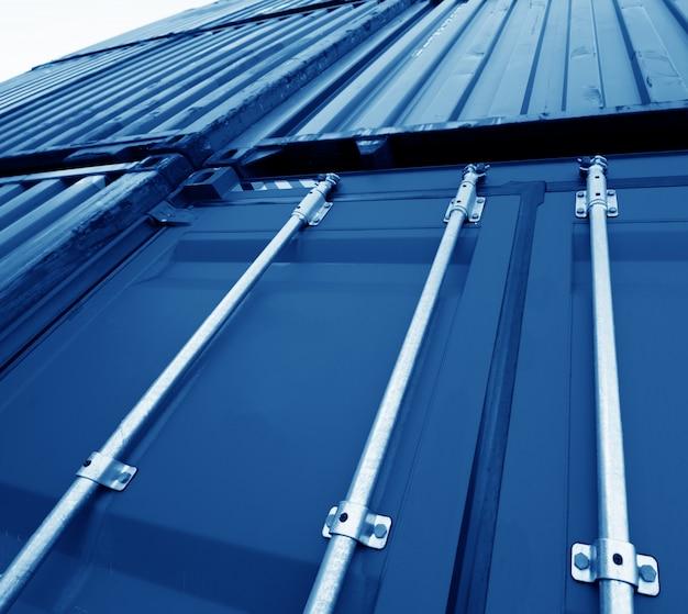 Patio de contenedores industriales para el negocio de importación logística.