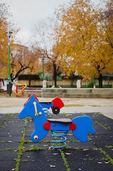 Patio solitario en otoño