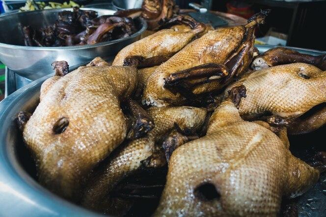 Pato asado de la comida de la calle
