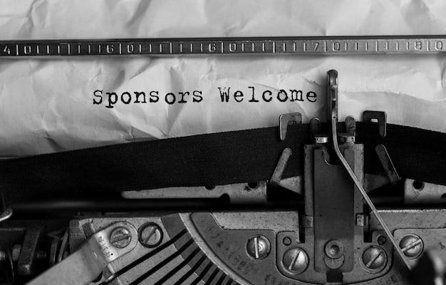 Patrocinadores de texto bienvenido escrito en máquina de escribir retro