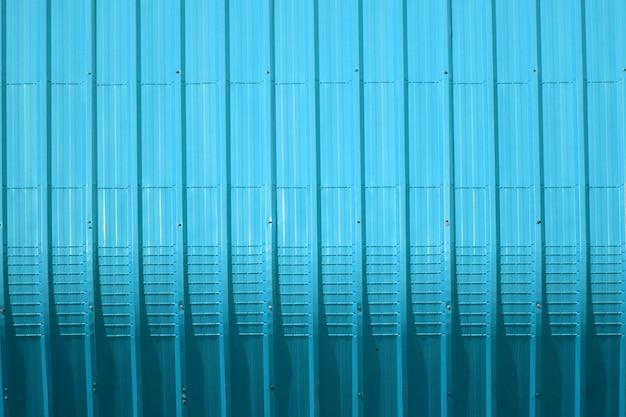 Patrón de chapa metálica y diseño de línea vertical.