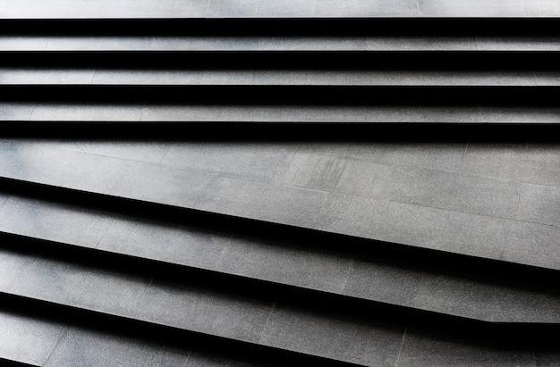 Patrón de escaleras de granito oscuro