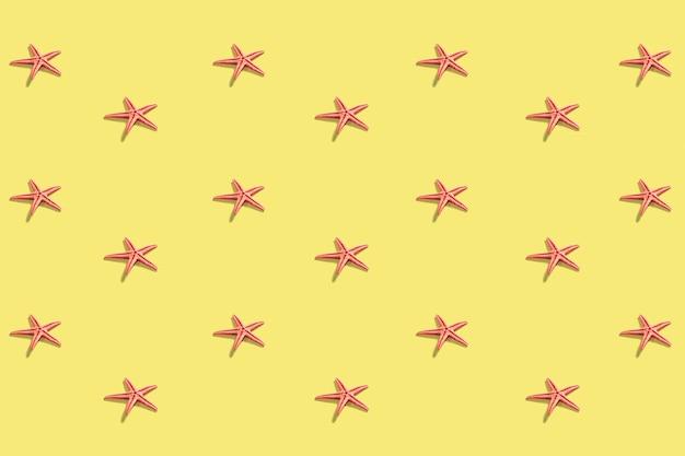 Patrón de estrella de mar en el amarillo pastel.