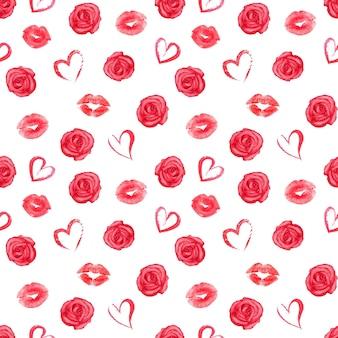 Patrón sin fisuras con rosas, corazones y rastros rojos de lápiz labial sobre superficie blanca