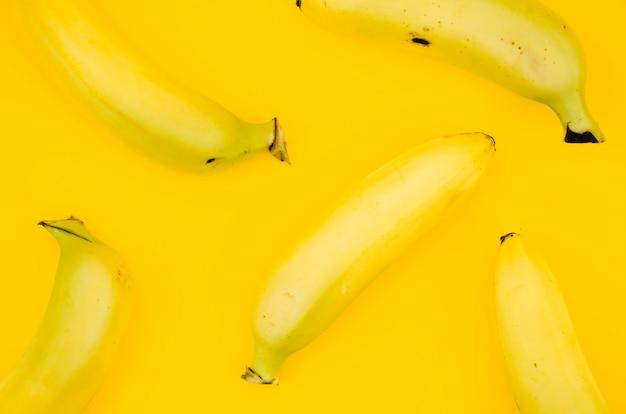 Patrón de frutas con plátanos.