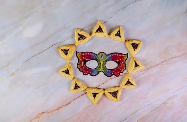 Patrón de galletas y máscara para vacaciones de purim.