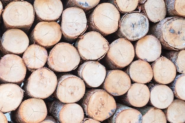 Patrón de madera de primer plano en la pila de madera vieja con textura de fondo