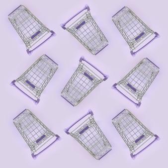 Patrón de muchos pequeños carritos de compras en una violeta