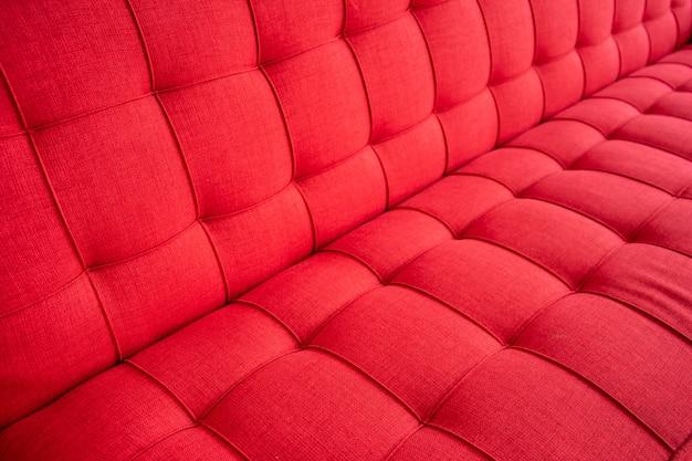 Patrón de sofá estándar en el color rojo de cerca.