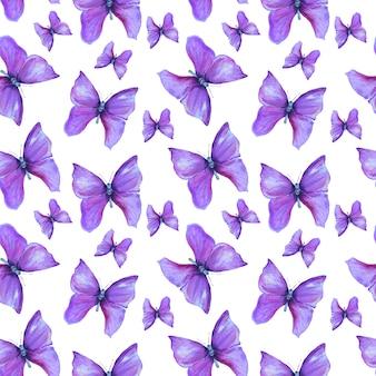 Patrón de verano con mariposas violetas
