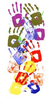 Patrón vertical de huellas de manos hechas de pintura acrílica viva sobre papel blanco