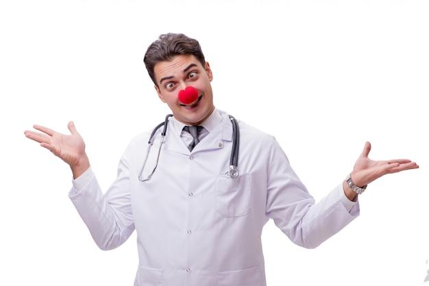 Payaso divertido doctor aislado en el blanco