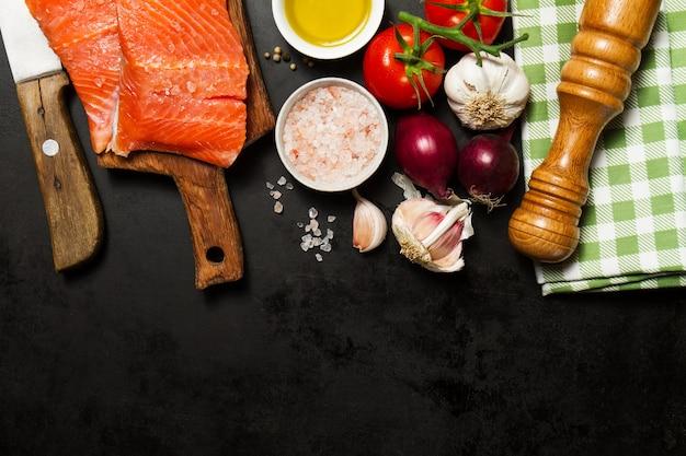 Peces de espagueti negro salmones sanos