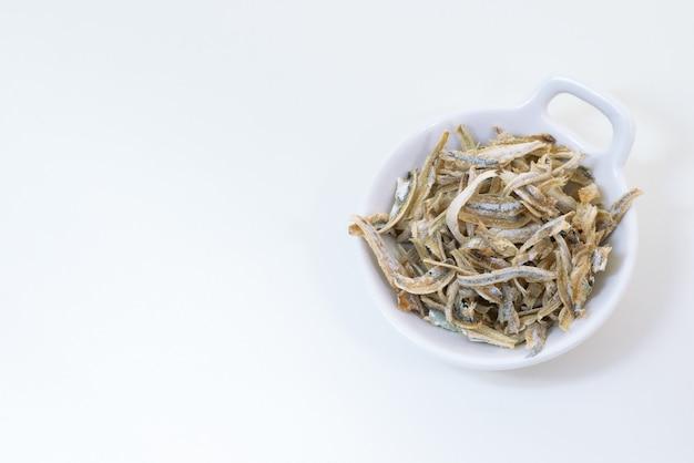 Peces pequeños secos y pelados utilizados en la cocina asiática