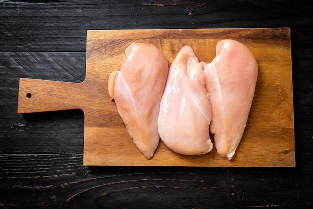 Pechuga de pollo fresca cruda