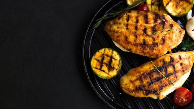 Pechuga de pollo a la parrilla con verduras