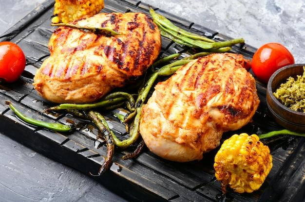 Pechugas de pollo saludables a la parrilla