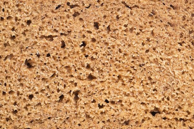 Pedazo de pan de centeno en detalles