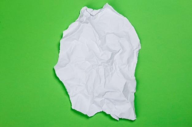Pedazo de papel arrugado