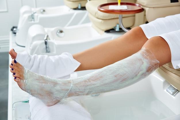 Pedicura mascarilla nutritiva piernas pegar película envolver
