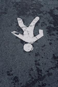 Pedrestriand señal de tráfico en la calle
