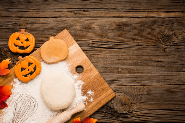 Pegatinas de fiesta de halloween en tablero de madera
