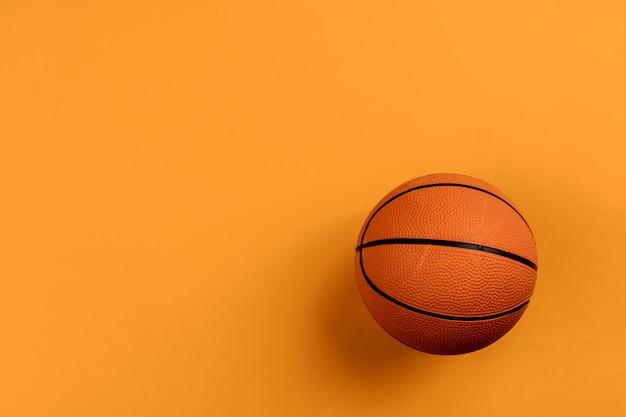 Pelota para baloncesto en naranja