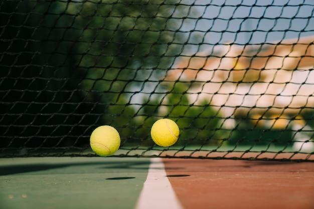 Pelotas de tenis rebotando
