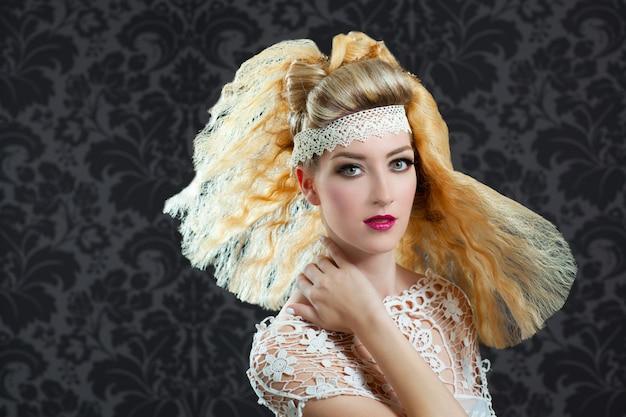 Peluquería y maquillaje moda mujer.