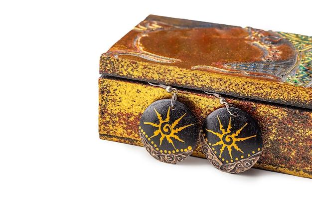 Pendientes de madera étnicos hechos a mano de ataúd vintage metálico antiguo