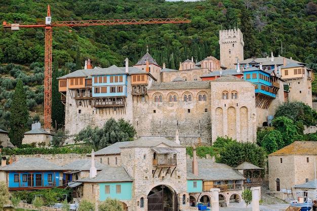 Península de athos, greece.view desde un ferry. monasterios ortodoxos, montañas