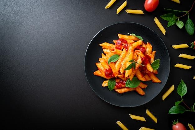 Penne pasta en salsa de tomate