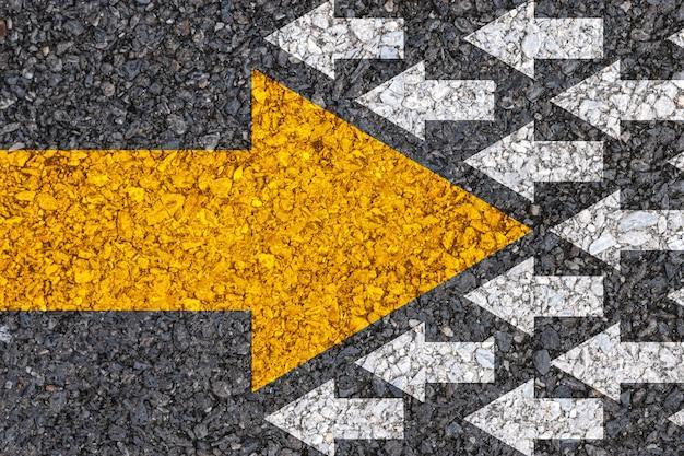 Pensamiento diferente y concepto de disrupción empresarial y tecnológica.