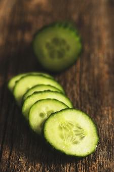 Pepino verde y rodajas