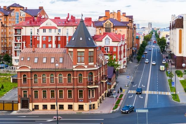 Una pequeña calle en kazan, rusia.