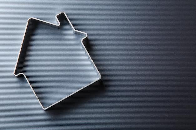 Pequeña casa metálica