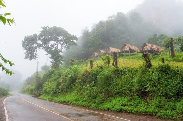 Pequeña casa en la provincia de mae hong son tailandia