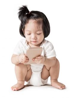 Pequeña niña con smartphone