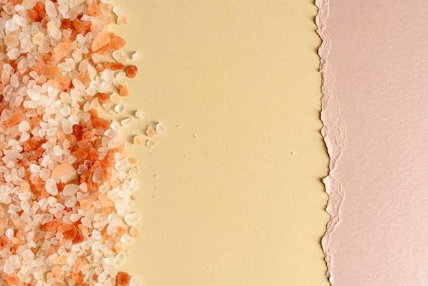 Pequeña textura de piedras de grava rosa claro con espacio de copia
