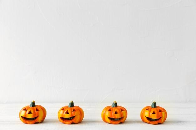 Pequeñas jack-o-linternas para la fiesta de halloween