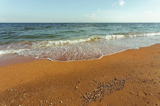 Pequeñas olas del mar