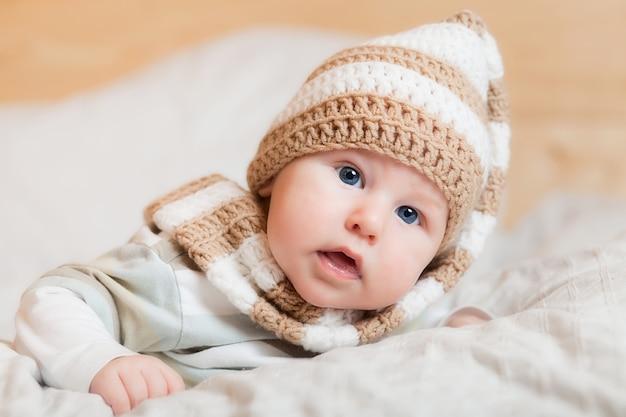 Pequeño bebé lindo