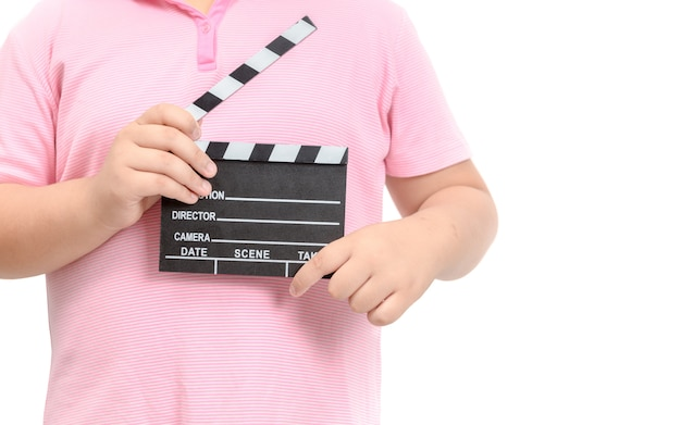 Pequeño director con film de pizarra para hacer video cine.