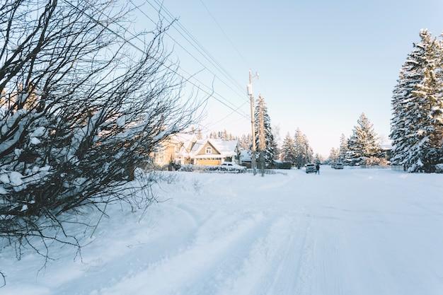 Pequeño pueblo en invierno
