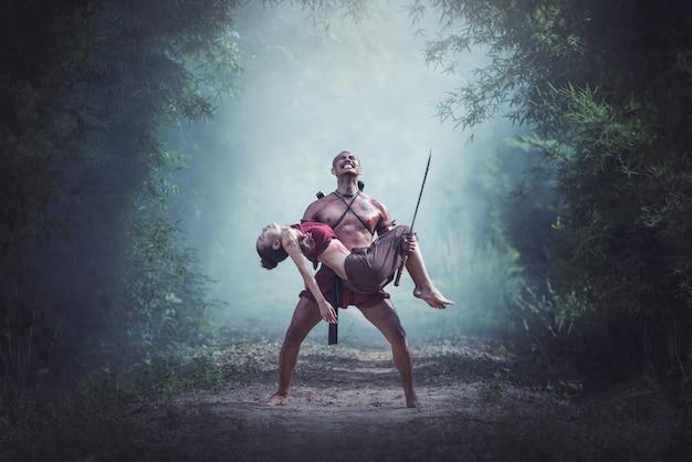 Pérdida en el campo de batalla, guerrero tradicional en tailandia